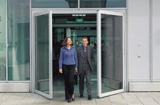 Распашные автоматические двери